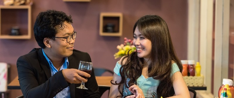 4 Tips to Keep a Good Conversation Going on a Date